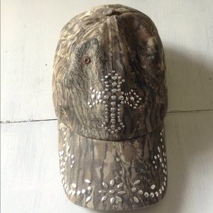 Accessories - Camo Cross hat